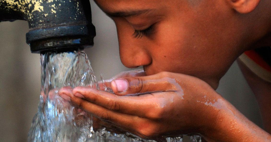 alt=Más de 2000 millones de personas no tiene acceso a agua potable