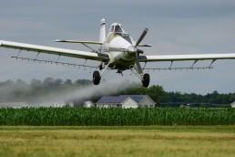 El glifosato es parte del modelo productivo – avión fumigador