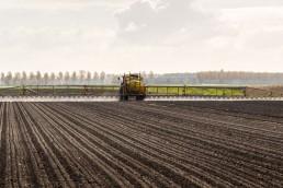 Quieren subir un 100% los impuestos a los productores que aplican agroquímicos y bajarlos a quienes no los usan.
