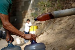 """El gobierno nacional, ONG´s y una empresa que comercializa agua mineral lanzaron """"La Plataforma del Agua""""."""